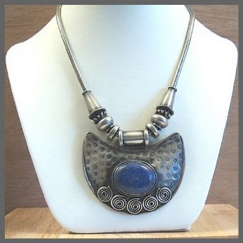 Traditional Indian Oval Pendant Necklace with Lapis
